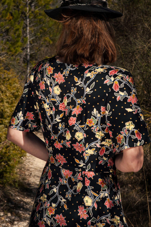 Robe cache coeur en coton noir et motifs fleurs