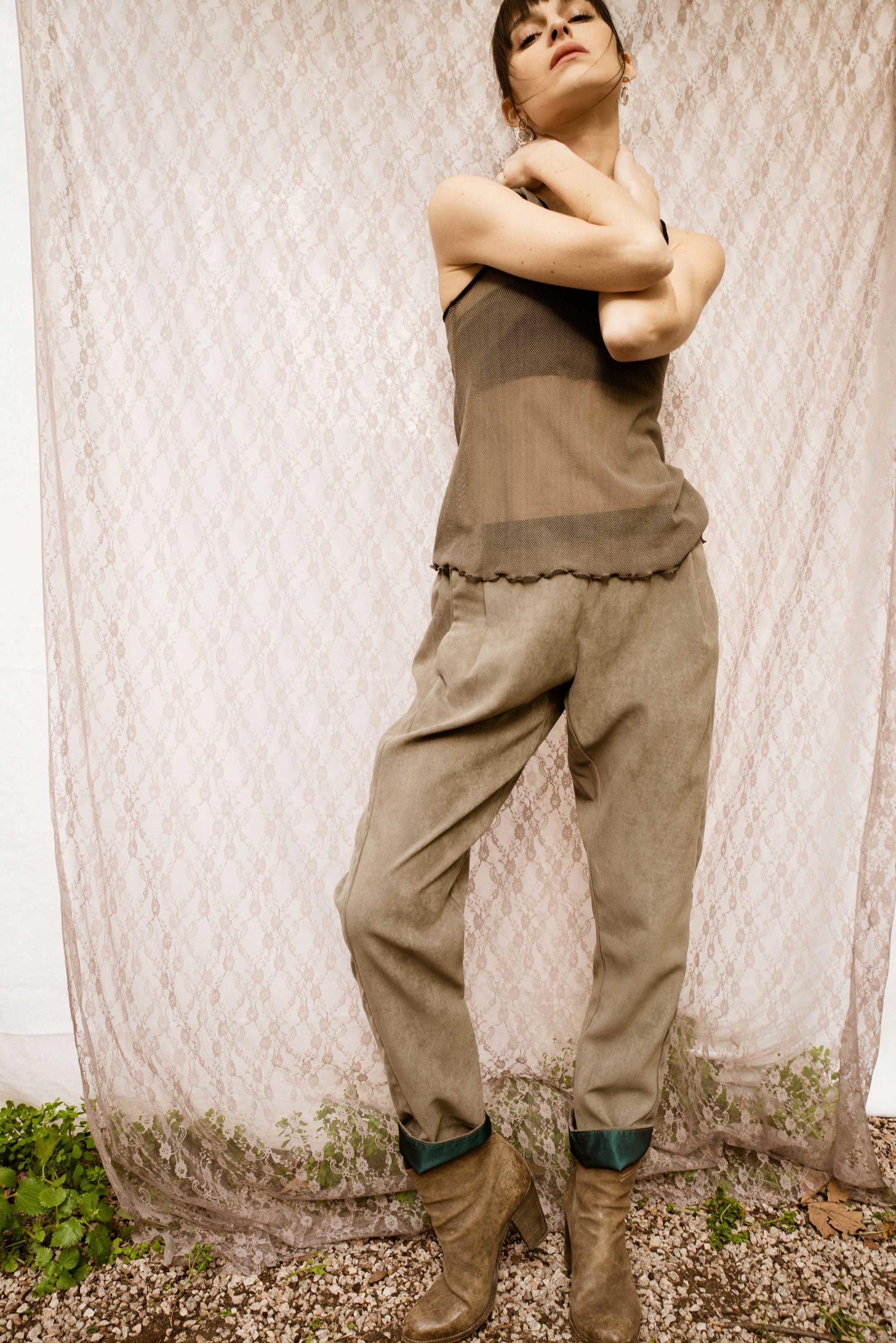Pantalon élastique d'été beige et détails turquoise
