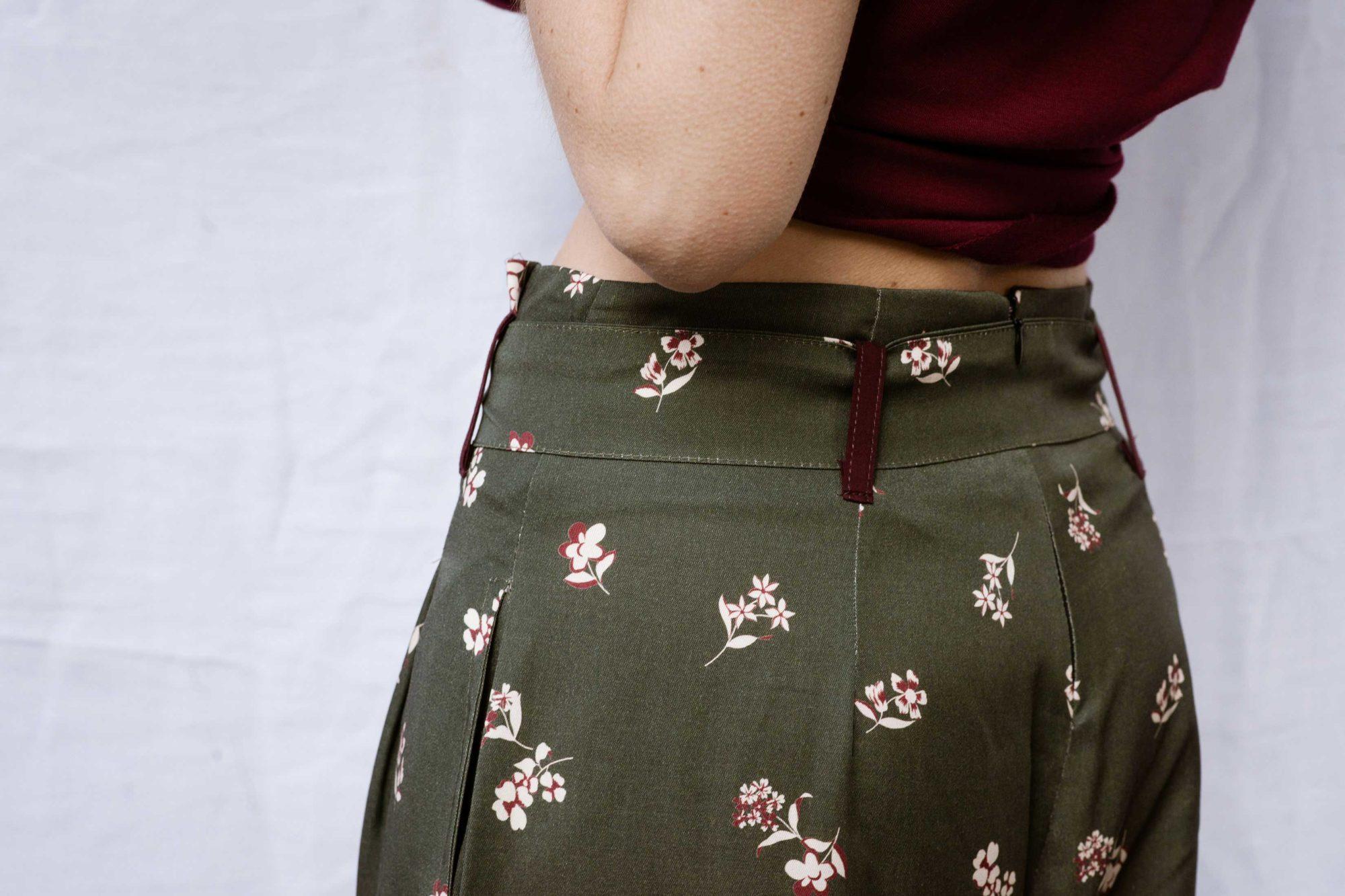pantalon eva taille haute kaki motif fleur avec ceinture
