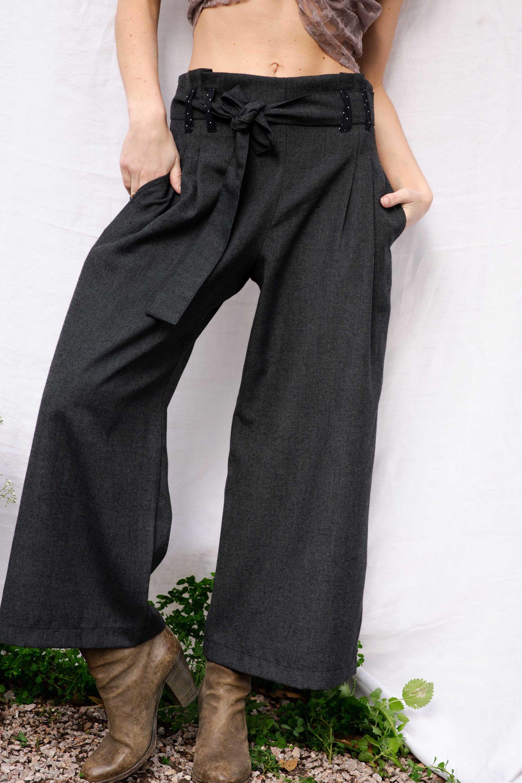 pantalon eva taille haute gris  avec ceinture