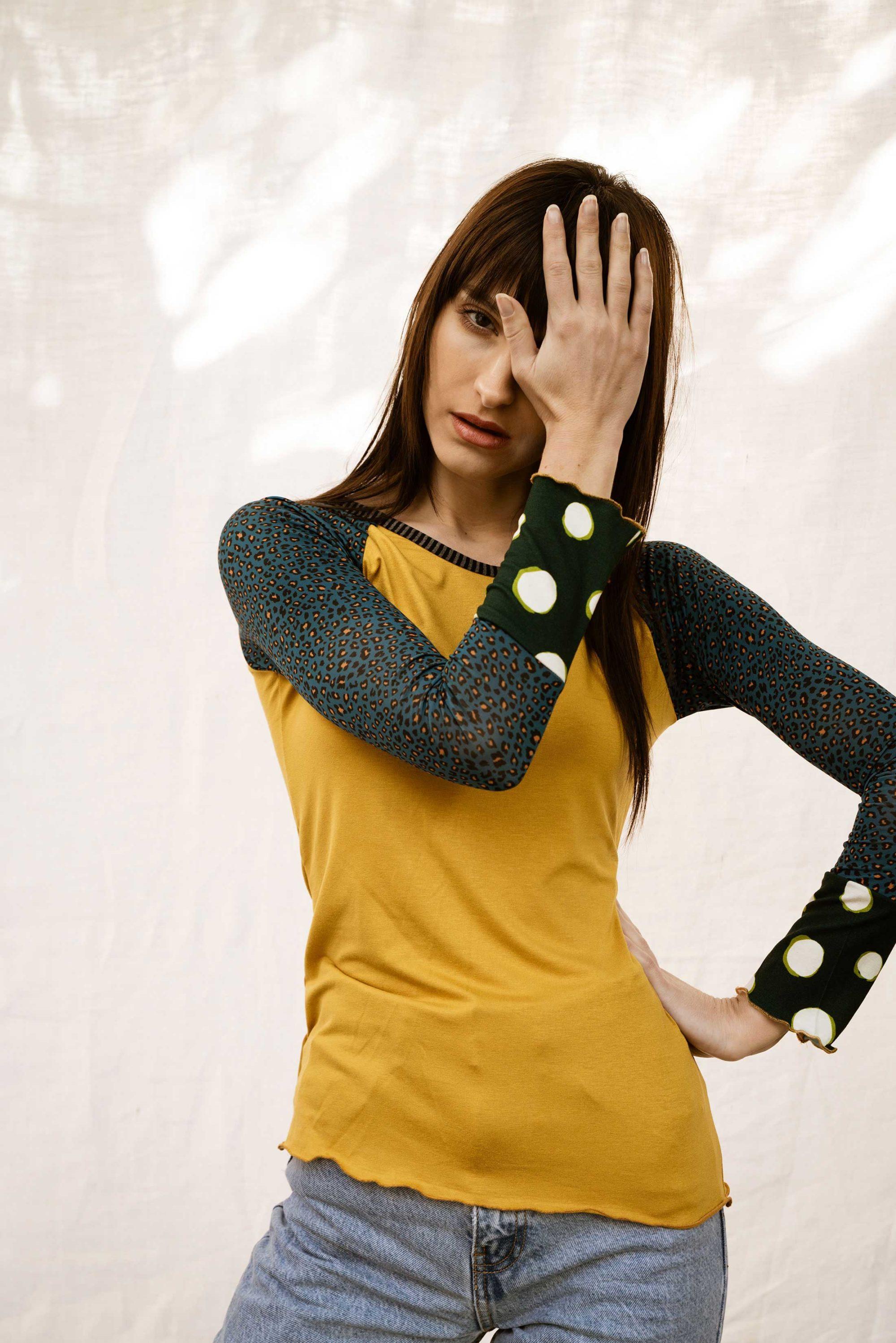 tee shirt femme raglan jaune manches léopard