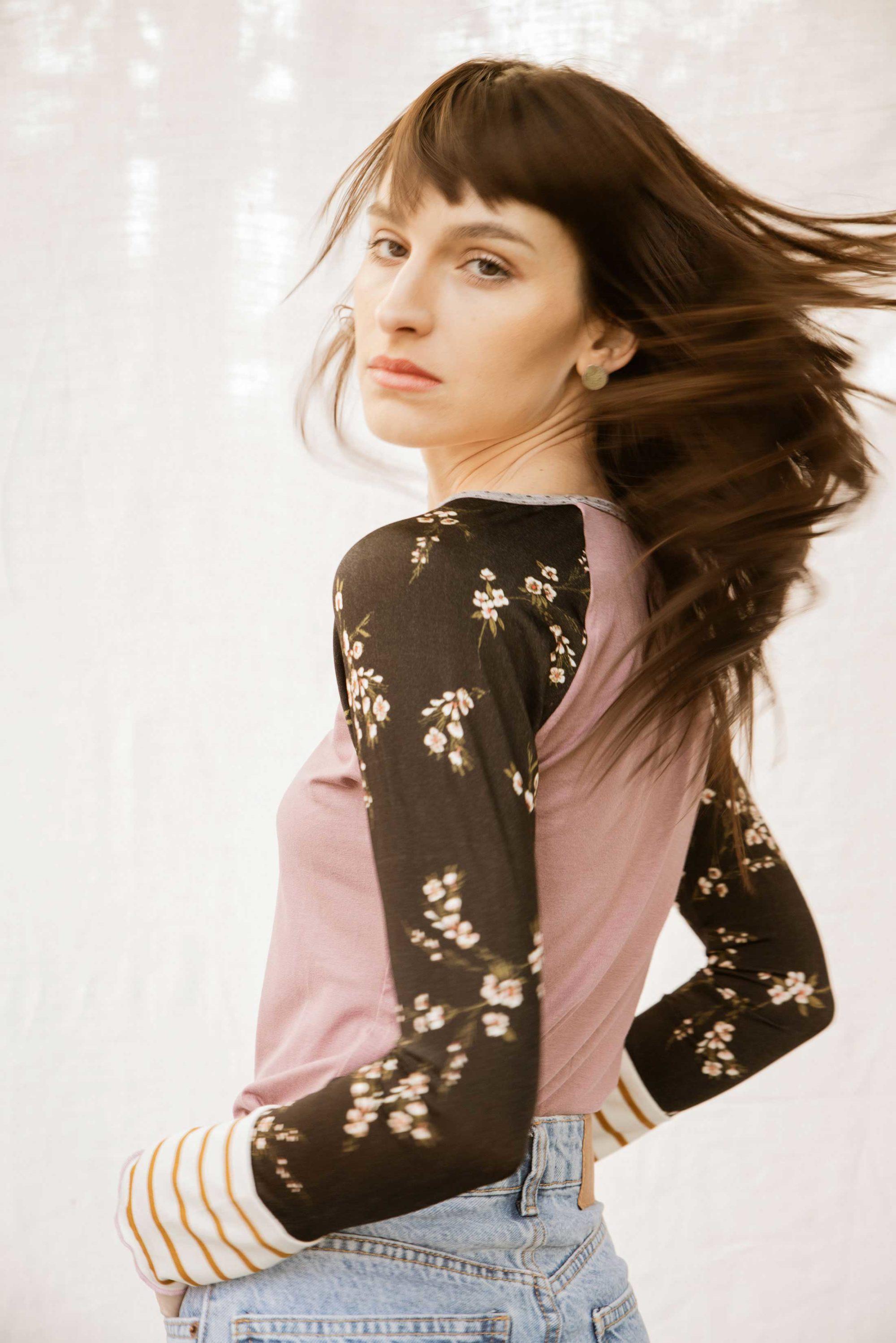 Tee shirt raglan femme en jersey rose et noir